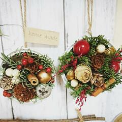 クリスマスアレンジ/ドライフラワー/木の実/シーチキン缶/リメ缶/リメイク/... シーチキン缶をリメイク🎵吊るせるように缶…