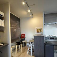 ダイニング/キッチン/テーブル/ダイニングテーブル/カウンター/黒板塗料/... ダイニングのテーブルを キッチンに隣接し…