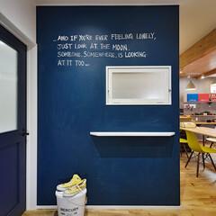 黒板塗料/黒板/ボード/リビング/伝言/コミニュケーションボード/... リビングの入り口正面の壁を、扉と同系色の…