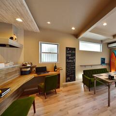 キッチン/対面型キッチン/ダイニング/ダイニングカウンター/リビング/カフェ風/... 対面型キッチンにダイニングカウンターを設…