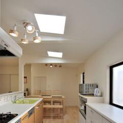 キッチン/ダイニング/天窓/自然光/心地よい/空間/... キッチンとダイニングに天窓を設けました。…