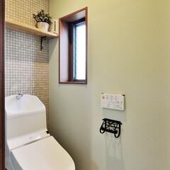 トイレ/ペールグリーン/飾り棚/棚/モザイクタイル/タイル/... トイレを落ち着いたシックな雰囲気にしてみ…(1枚目)