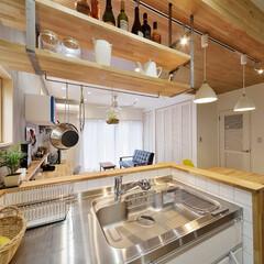 キッチン/吊棚/棚/収納/キッチン収納/オープンスタイル/... オリジナル金具を使ったスケルトンのオープ…