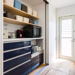 キッチン/キッチン収納/収納/キッチンカウンター/目隠し/引き戸/... キッチンを対面型にリフォームしました。 …