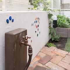 庭/エクステリア/水場/白い壁/ガラス素材/リフォーム/... 庭をリフォームするときに 水場は楽しい雰…