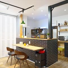 キッチン/テーブル/カウンターテーブル/天井/スポットライト/照明/... キッチンにカウンターテーブルを設置してい…