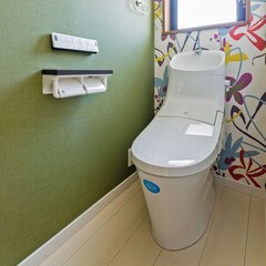 トイレ/壁紙/ポップ/楽しい/シック/グリーン/... トイレの雰囲気を変えたくてリフォーム 壁…