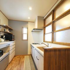キッチン/収納/仕切り窓/キッチンカウンター/見せる収納/造作/... キッチンのリフォームでは 熱気や匂がリビ…(1枚目)