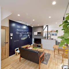黒板塗料/リビング/壁/スポットライト/ライティングレール/アートスペース/... リフォームをするときにリビングの壁を黒板…