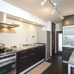 キッチン/収納/タイル/モザイクタイル/セラミック塗装/スライディングレール/... キッチンをリフォームするときに、壁面をモ…(1枚目)