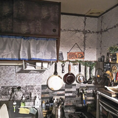 リメイクシート/キッチンインテリア/キッチン/フライパン収納/キッチン壁紙/キッチン雑貨/... 我が家のキッチン✨ たまには引きで撮って…