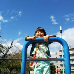 お散歩/孫ちゃん/秋空の下で/青空/おでかけ/フォロー大歓迎 めちゃ✨いい天気☀️ 青空がきれいで気持…