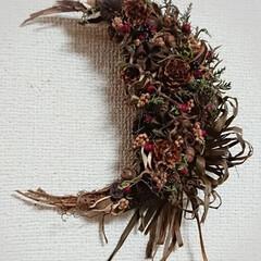 クリスマスリース/木の実リース/ドライフラワーのある暮らし/ナチュラル/DIY/ハンドメイド/... おはようございます🙇 月形のクリスマスリ…(3枚目)