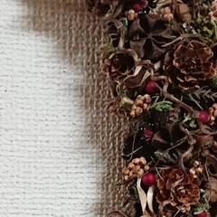 クリスマスリース/木の実リース/ドライフラワーのある暮らし/ナチュラル/DIY/ハンドメイド/... おはようございます🙇 月形のクリスマスリ…(2枚目)