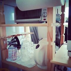 ワイングラスホルダー/グラス収納/DIY/キッチン/キッチン雑貨/100均/... ホームセンターで売っている溝ありの柱と棚…(1枚目)