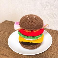 おままごとグッズ/手作りおもちゃ/ハンドメイド/100均 手編みのハンバーガー  バンズ ベーコン…