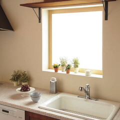 収納/無垢の棚板/棚受け/窓の上/ウッドワン/DIY/... 窓と棚の小粋なコラボレーションです。  …