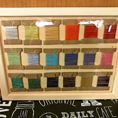 色見本プレート/糸巻き/さしこ糸/刺繍糸/ミサンガ 小学校では 刺繍糸を使ってミサンガを作る…(2枚目)