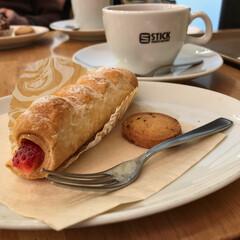 イチゴ♪/ストロベリーコルネ/カフェ/STICK 買い物のあとカフェで休憩。 ストロベリー…