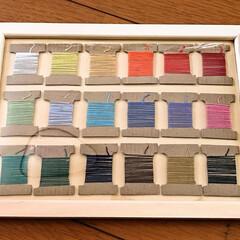 色見本プレート/糸巻き/さしこ糸/刺繍糸/ミサンガ 小学校では 刺繍糸を使ってミサンガを作る…(3枚目)