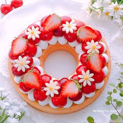 リースタルト/タルト/手作りお菓子/スイーツデコ/スイーツ作り/スイーツ/... アメリカンチェリー🍒と苺🍓のリースタルト♪