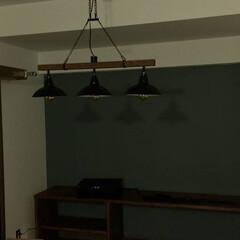 壁/天井/ペンキ/塗装  余った黒と白のペンキを混ぜて作った色を…