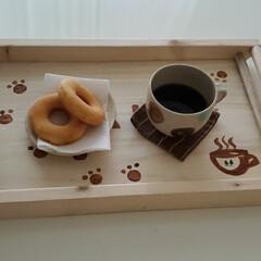 猫の足跡/ステンシル/DIY/カフェトレイDIY/カフェトレイ/キッチン雑貨/... カフェトレイ作りました❗ノコギリをギコギ…