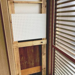 セルフリノベーション/玄関/玄関収納/ラブリコDIY/ラブリコ棚/築30年以上/... 玄関のシューボックスが大きいため物を置く…