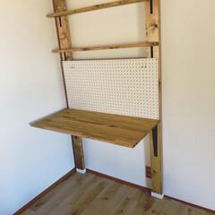 学習机/ラブリコ棚/ラブリコDIY/賃貸DIY/築40年越え/DIY/... 息子用の机完成。 今はとりあえずラブリコ…
