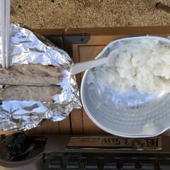 キャンプ/アウトドア キャンプにてカマスの塩焼きとご飯 アジの…
