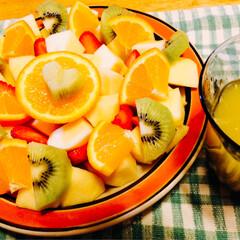 ジュース/朝フルーツ/フルーツ盛り/わたしのごはん/LIMIAごはんクラブ/おうちごはんクラブ/... フルーツ盛り🍓🍊🥭 たまに朝フルーツをし…