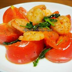 えびとトマトのバジル炒め/オリーブオイル/手料理/おうち時間/おうちごはん/stayhome/... 今夜作った えびとトマトのバジル炒めです。(1枚目)