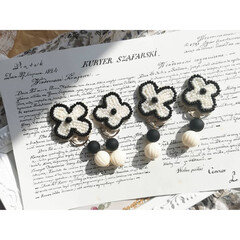アクセサリー/ビーズ/刺繍/ミンネで販売中/minneで販売中/DIY/...  ビーズ刺繍の耳飾り❁.*・゚  ミンネ…