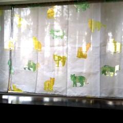 猫グッズ/猫大好き/猫柄 新居の階段部分の出窓にカーテン設置しまし…