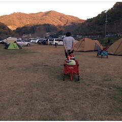 女の子ママ/男の子ママ/男女双子/双子/秋キャンプ/デイキャンプ/... デイキャンプでの一枚📷テントや荷物を撤収…