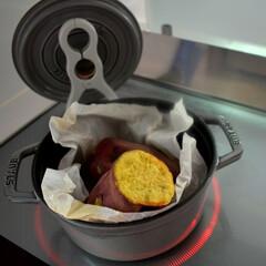 無水調理/焼き芋/ストウブレシピ/ストウブ/ダイソー/キッチン/... ストウブで焼き芋を作りました!! 作り方…