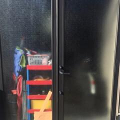 カモ井加工紙 カモイ マスキングテープ ブラック 黒50mm MT ウォールペーパー 太め 普通郵便OK | エムティー(マスキングテープ)を使ったクチコミ「🛠 ガレージの扉 🛠  我が家のガレージ…」(3枚目)