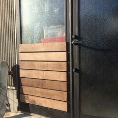 カモ井加工紙 カモイ マスキングテープ ブラック 黒50mm MT ウォールペーパー 太め 普通郵便OK | エムティー(マスキングテープ)を使ったクチコミ「🛠 ガレージの扉 🛠  我が家のガレージ…」(4枚目)