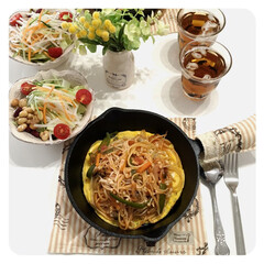 鉄板ナポリタン/スキレット/おうちご飯/お気に入りの食器/こだわりのテーブル 鉄板ナポリタン。 ランチに作りました。 …