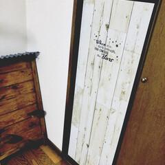 セリア/壁紙シート ベロベロに剥がれたクローゼットの扉のシー…(1枚目)