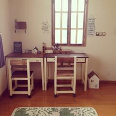 DIY家具/手作り/ナチュラルインテリア/ナチュラル/サリュ/勉強机/... 子ども部屋🧒🧒姉妹の勉強机  ここではあ…