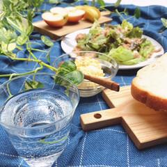 マイホーム/ピクニック気分/ランチ/バルコニー/IKEA/秋/... バルコニーでランチ。  サラダとフルーツ…