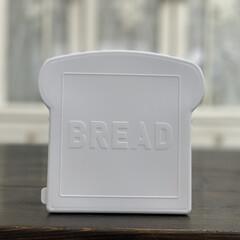 ダイニングテーブル/珈琲/かご/タイル/ホワイトインテリア/ホワイト/... ダイソーさんの食パン保存容器  パンの形…(3枚目)