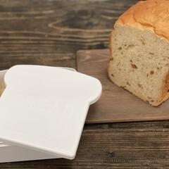 ダイニングテーブル/珈琲/かご/タイル/ホワイトインテリア/ホワイト/... ダイソーさんの食パン保存容器  パンの形…(2枚目)