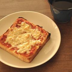 チーズ/トマトソース/朝ごはん/おうちごはん/グルメ/フード/... 朝ごはんのトマトソースとチーズのトースト…