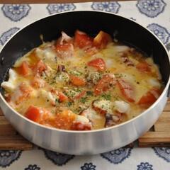 タコ/トマト/チーズ/クリスマスレシピ/おうちごはん/おかず 【タコとトマトのとろ~りチーズ蒸し】  …