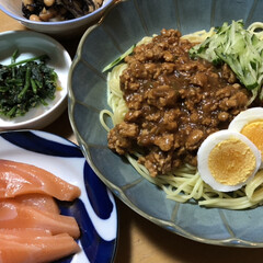 寒い/ひじきの煮物/ほうれん草/サーモン/夕飯/ジャージャー麺/... 今、見てる韓ドラにジャージャー麺が出てき…