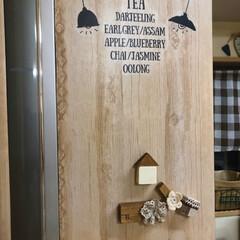 食器棚/ナチュラルインテリア/マグネット/簡単リメイク/リメイクシート/冷蔵庫リメイク/... 冷蔵庫にリメイクシート貼ってます。 引き…(2枚目)