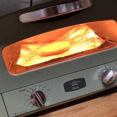 Graphite Toaster   アラジン(電子レンジ)を使ったクチコミ「業務スーパーのチーズホットク。 解凍して…」(4枚目)