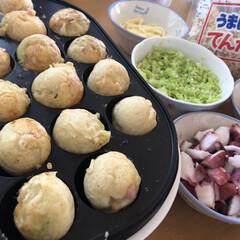 ロールパン/たこ焼き/limiaキッチン同好会/新生活/おうちカフェ 今日のお昼はたこ焼き🐙 私は、ウィンナー…